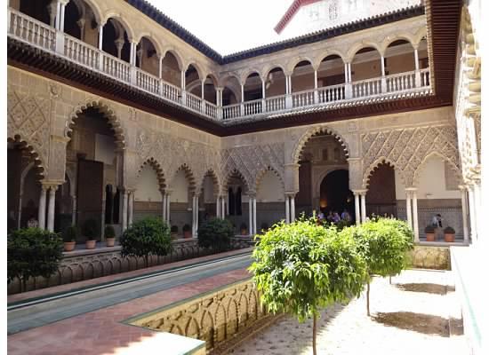 Inside of the Alkazar - straight from the Moorish fairy tales.